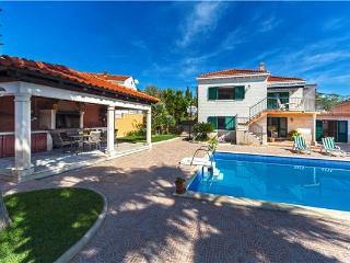 4 bedroom Villa in Sumartin, Central Dalmatia Islands, Croatia : ref 2282933 - Sumartin vacation rentals