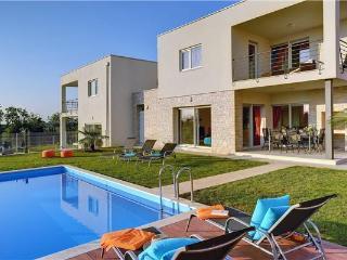 4 bedroom Villa in Novigrad, Istria, Croatia : ref 2282932 - Tar-Vabriga vacation rentals