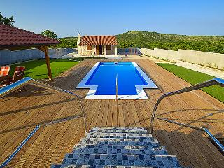 5 bedroom Villa in Vodice, Central Dalmatia, Croatia : ref 2283272 - Velika Cista vacation rentals