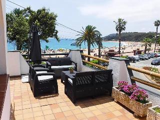 4 bedroom Villa in Lloret de Mar, Costa Brava, Spain : ref 2283973 - Lloret de Mar vacation rentals