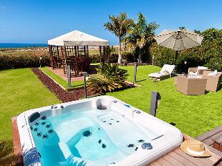 Sunny 4 bedroom Villa in Costa Meloneras - Costa Meloneras vacation rentals