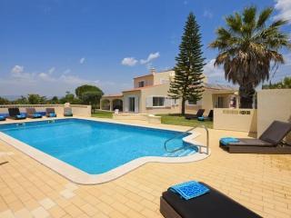 6 bedroom Villa in Carvoeiro, Algarve, Portugal : ref 2291351 - Carvoeiro vacation rentals