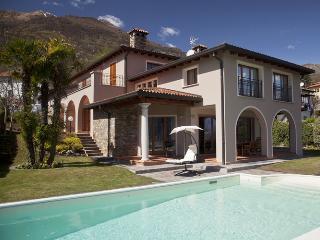 6 bedroom Villa in Menaggio, Near Menaggio, Lake Como, Italy : ref 2292367 - Menaggio vacation rentals