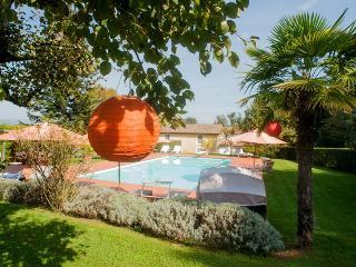 6 bedroom Villa in Lucca, Tuscany, Italy : ref 2292370 - San Pietro in Campo vacation rentals