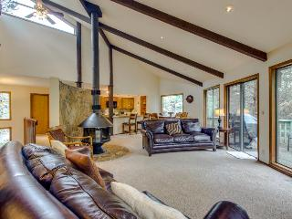 Large and lovely dog-friendly home w/ private hot tub & game room. SHARC access! - Sunriver vacation rentals