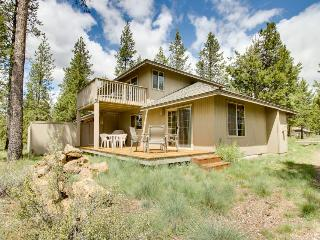 Comfortable Sunriver home w/ private hot tub and SHARC access - Sunriver vacation rentals