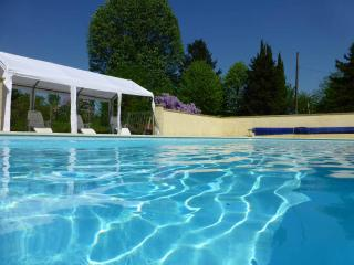 5 Bed 4 bath Family house with swimming pool. - Chatellerault vacation rentals