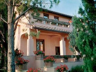 6 bedroom Villa in Grosseto, Maremma, Tuscany, Italy : ref 2294092 - Santa Maria di Rispescia vacation rentals