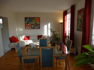2 bedroom Apartment with Internet Access in Saint Ouen - Saint Ouen vacation rentals