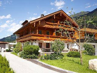 Spacious 6 bedroom Mayrhofen Villa with Internet Access - Mayrhofen vacation rentals