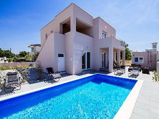 4 bedroom Villa in Zaton, North Dalmatia, Croatia : ref 2296111 - Zaton vacation rentals