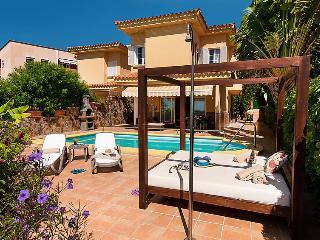 4 bedroom Villa in Maspalomas, Gran Canaria, Canary Islands : ref 2299081 - Maspalomas vacation rentals