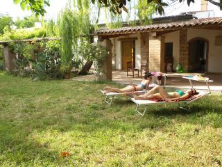 Villa immersa nella campagna a pochi km dal mare. - Campomarino vacation rentals