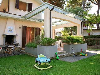 4 bedroom Villa in Forte dei Marmi, Versilia, Lunigiana and sourroundings, Italy : ref 2300033 - Forte Dei Marmi vacation rentals