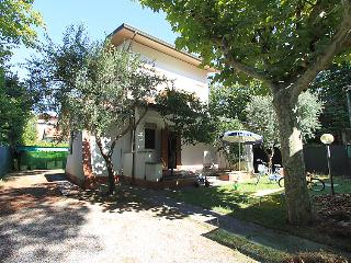 Comfortable 3 bedroom Forte Dei Marmi Villa with Internet Access - Forte Dei Marmi vacation rentals