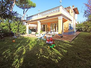 6 bedroom Villa in Forte dei Marmi, Versilia, Lunigiana and sourroundings - Forte Dei Marmi vacation rentals