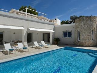 3 bedroom Villa in Santa Eulalia Del Rio, Ibiza, Ibiza : ref 2306367 - Santa Eulalia del Rio vacation rentals