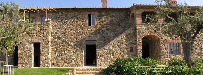 9 bedroom Villa in Chianciano Terme, Siena, Italy : ref 2307821 - Image 1 - Chianciano Terme - rentals