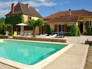 BELLE MAISON 4* PISCINE VALLEE DORDOGNE 2-12pers - Lanquais vacation rentals