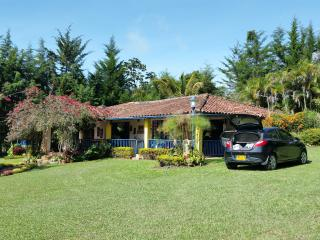 Beautiful Cottage in la mesa de los Santos - CO. - Los Santos vacation rentals