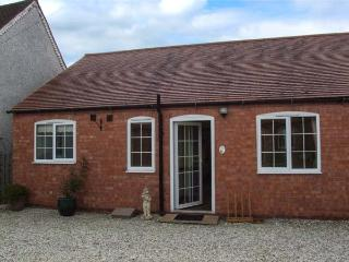 3 SHIRLEY FARM, shared lawned garden, barn conversion, WiFi, Coventry, Ref 936322 - Coventry vacation rentals