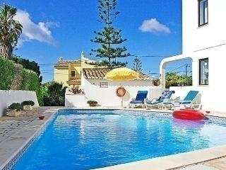 Sunny 3 bedroom Carvoeiro House with Internet Access - Carvoeiro vacation rentals