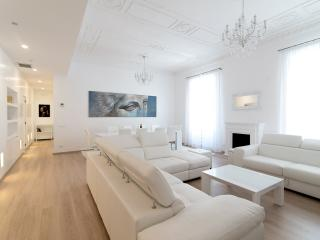 La Dolce Vita, Via Veneto/Spanish Steps New Luxury - Rome vacation rentals