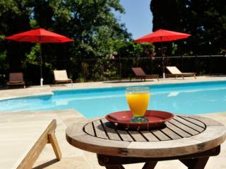 LES MILLE ET UNE NUITS au DOMAINE DES MACHOTTES - Grans vacation rentals