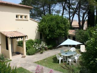 grande maison avec jardin et piscine - Villevieille vacation rentals