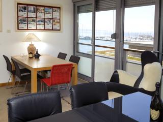 SPACIOUS SEA VIEW APARTMENT - Split vacation rentals