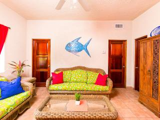 Casa de Rexanna lower - Roatan vacation rentals