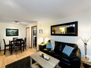 83 Glaciers Reach this 1br home has a hot tub & pool in Whistler Village - Whistler vacation rentals