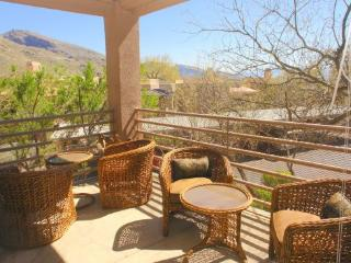 Wonderful House with Shared Outdoor Pool and Linens Provided - Tucson vacation rentals