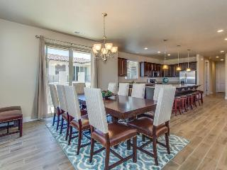 Stunning new home w/ private hot tub & shared pool, fitness, & more! - Santa Clara vacation rentals