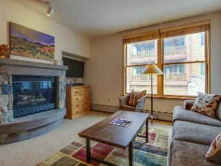 Cozy ski-in/ski-out condo with a shared pool, hot tub, and easy lift access! - Keystone vacation rentals