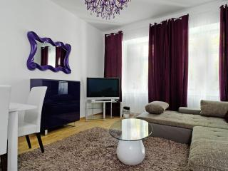 1. GRAND CENTRAL CITY APARTMENT MITTE 4ROOMS - Berlin vacation rentals