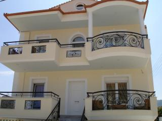 Spacious 4 bedroom Villa in Nea Vrasna - Nea Vrasna vacation rentals