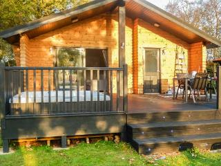 SUNSET LODGE, on-site facilities, private hot tub, WiFi, Tattershall, Ref 918876 - Tattershall vacation rentals