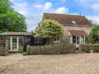 THE COACH HOUSE, detached, woodburner, pet-friendly, use of swimming pool, in Walford, Ref 927357 - Walford vacation rentals
