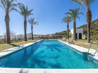 Bright 2 bedroom Condo in Casares with Internet Access - Casares vacation rentals