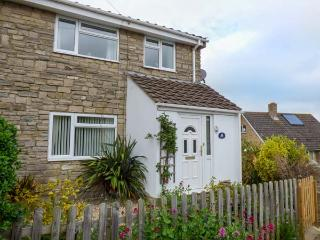 OCEANA, semi-detached, pet-friendly, garden, WiFi, nr Weymouth, Ref 932957 - Weymouth vacation rentals