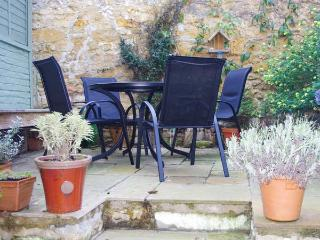 UPGRENE, WiFi, close to amenities, courtyard garden, Sherborne, Ref 932959 - Sherborne vacation rentals