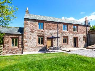 BRAMBLE COTTAGE, barn conversion, with roll-top bath, woodburning stove, and games room, in Birkby, Ref 933071 - Dearham vacation rentals