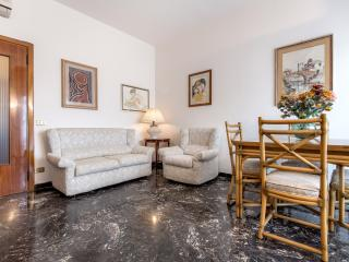 Comfortable apartment near the Lungarni- AC- Wi-FI - Florence vacation rentals