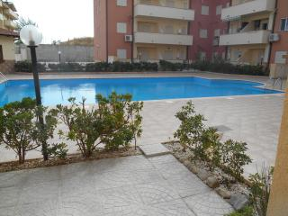 Romantic 1 bedroom Apartment in Marina di Caulonia with A/C - Marina di Caulonia vacation rentals