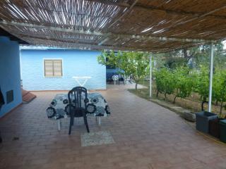 Bilocale con giardino a Capo Comino - Capo Comino vacation rentals