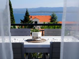 Diana 3-practical apartment for 4 people with an amazing sea view from balcony - Bol vacation rentals