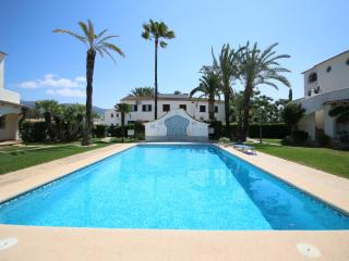 Comfortable Apartment in Denia with Shared Outdoor Pool, sleeps 4 - Denia vacation rentals