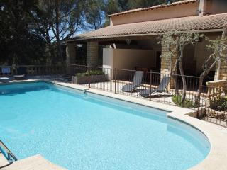 House 5 People swimming pool, tennis - Grans vacation rentals