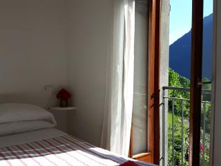 Romantico tipico appartamento  ideale per coppie - Nesso vacation rentals
